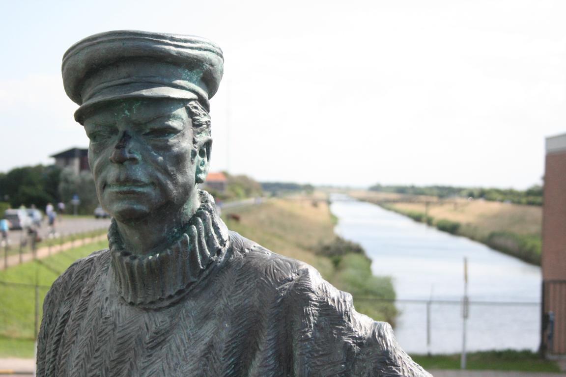 """""""Sluuswachter""""-Skulptur Cadzand-Bad"""