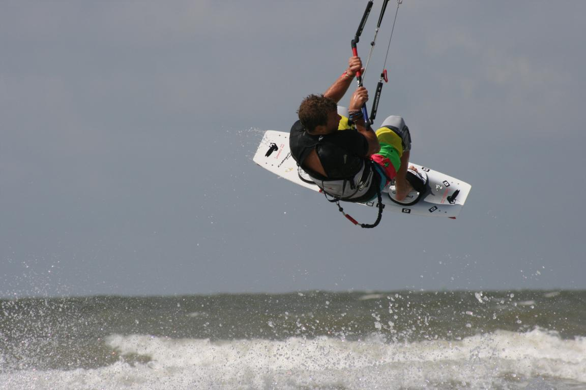 Kitesurfing vor Cadzand-Bads Stränden