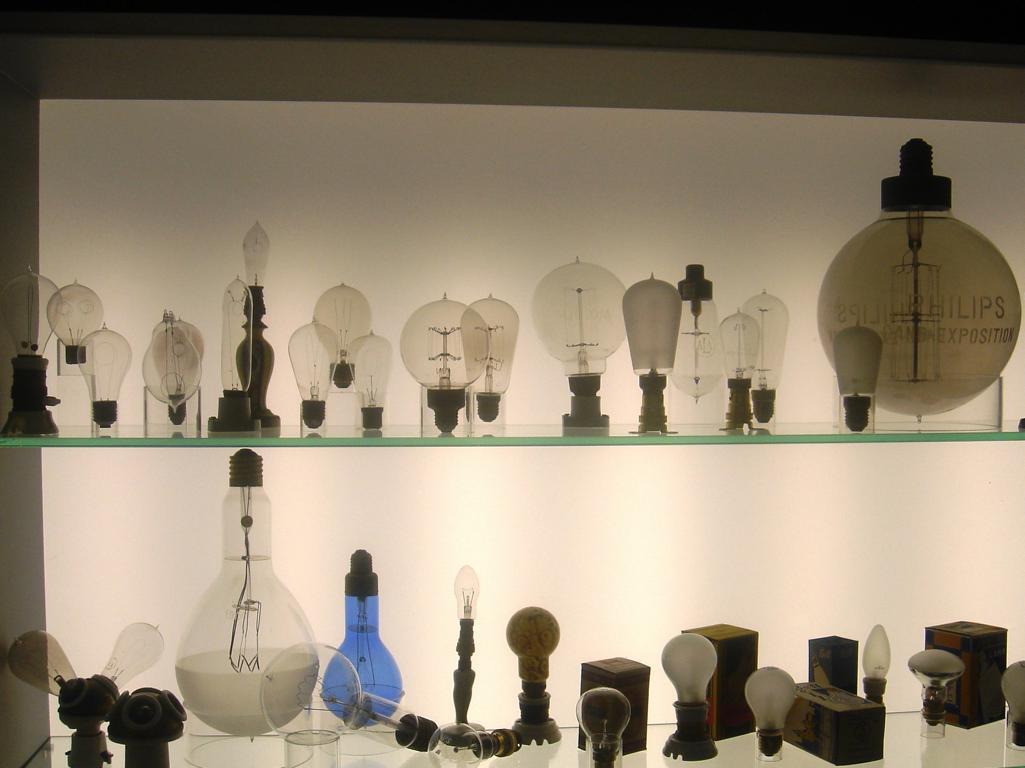 Lampen und licht museum lumina domestica cadzand bad for Lampen und licht