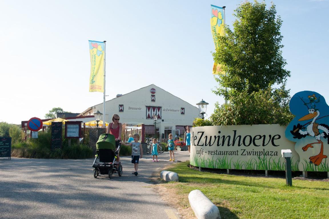"""""""Ardoer De Zwinhoeve"""": Eingangsbereich mit Brasserie"""