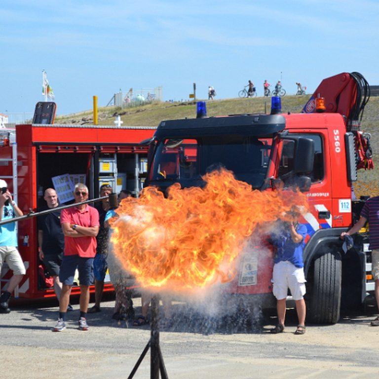 Action am Hafen: Feuerwehren im Übungseinsatz