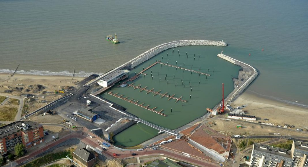 Hafen und Schleuse Cadzand-Bad aus der Vogelperspektive