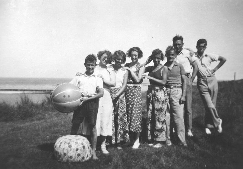 Touristen Cadzand-Bad um 1948