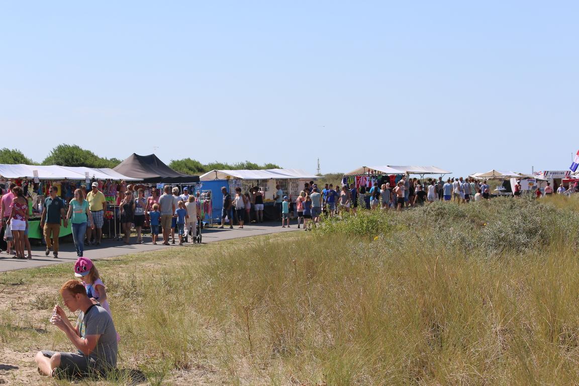 Sommermarkt auf den Dünen von Nieuwvliet