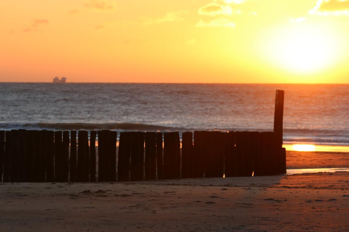 Cadzand-Bad-Strand mit Sonnenuntergang