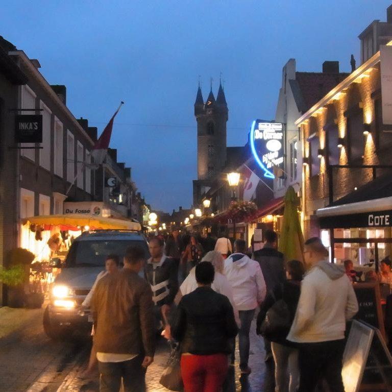 Night-Shopping in Sluis beim Avondmarkt