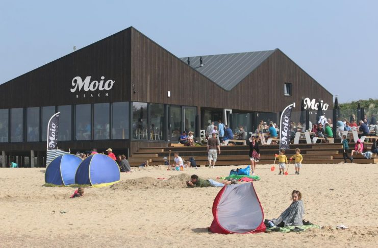 """Strandpavillon """"Moio Beach"""" in Cadzand-Bad"""