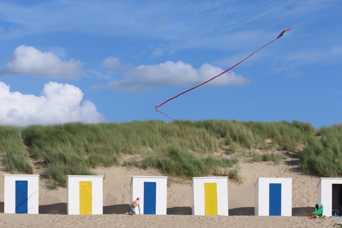 Cadzand-Bad: Strandkabinen vor den Dünen