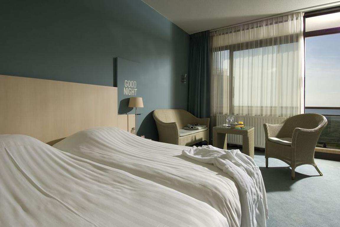 """Komfort-Doppelzimmer mit Meerblick im Hotel """"de Wielingen"""" Cadzand-Bad"""