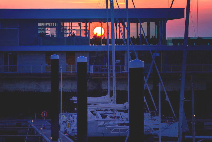 Sundowner im AIRepublic Cadzand-Jachthafen