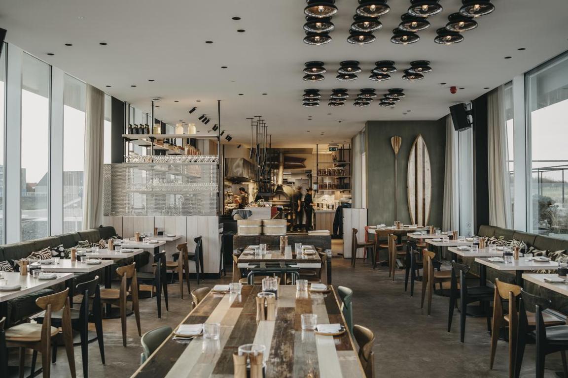 Cadzand-Bad: AIRrepublic-Restaurant Innenraum