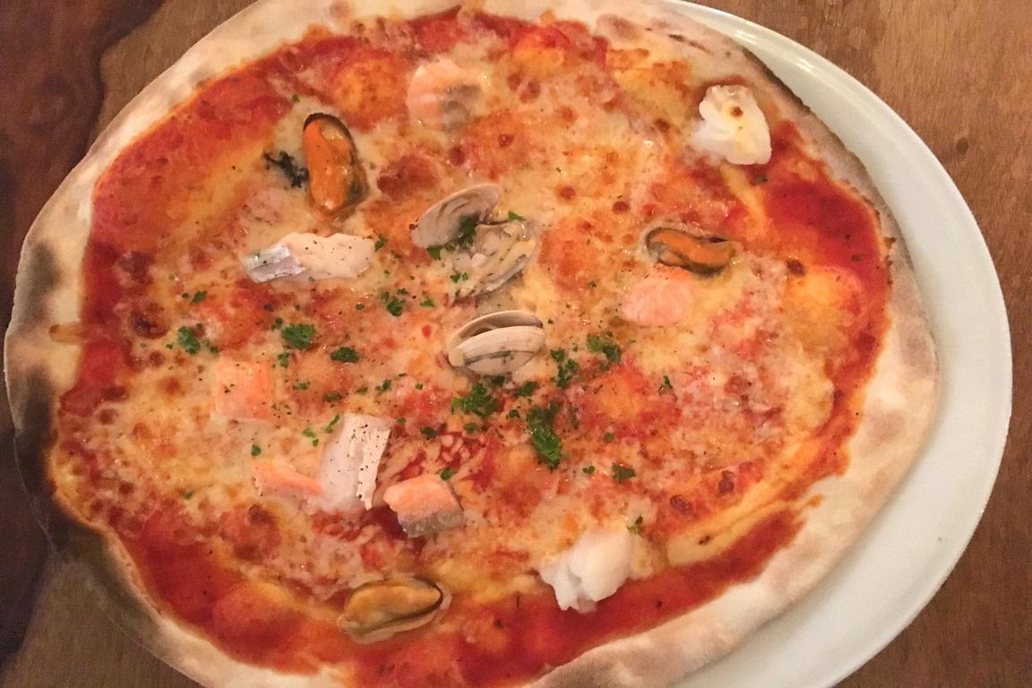 """Pizza Frutti dei Mare im """"l`Angelo"""" Cadzand"""
