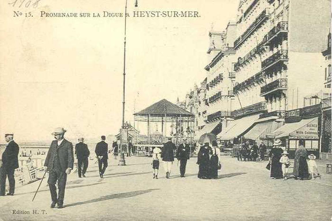 Strandpromenade und Cafes in Knokke-Heist