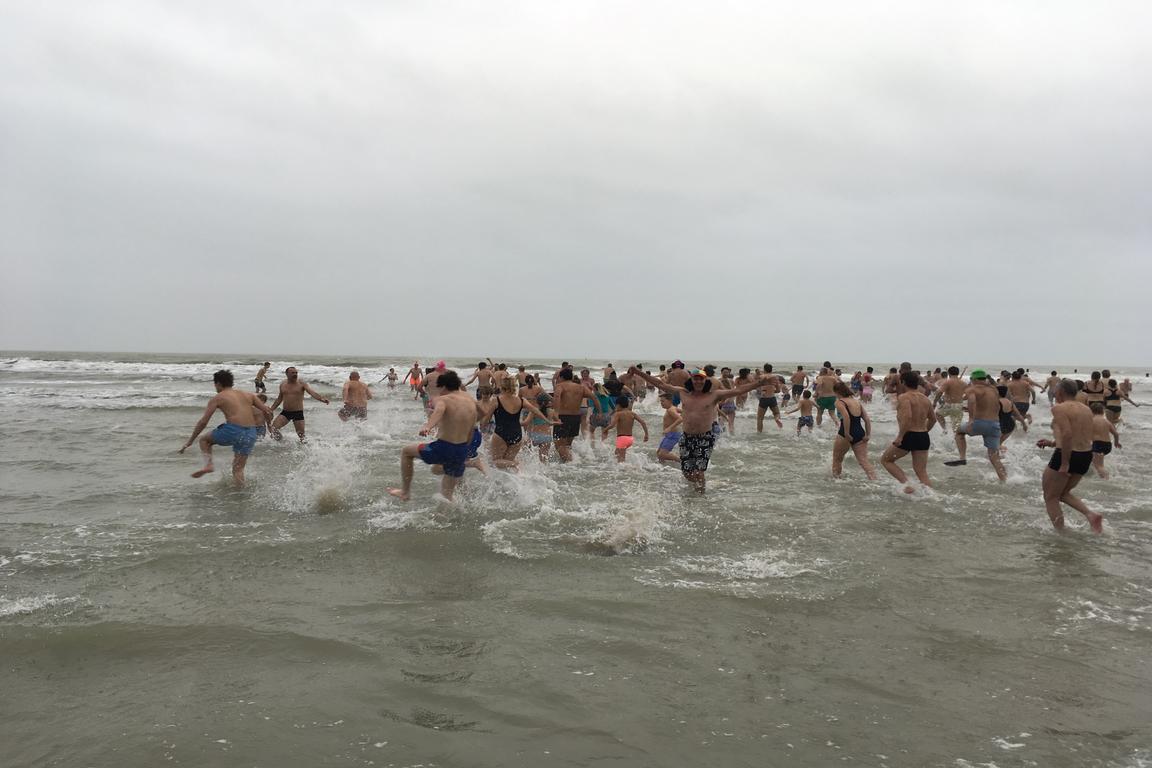 """""""Nieuwjaardsuik"""" beim Strandpavilljon """"De Zeemeeuw"""" in Cadzand-Bad"""