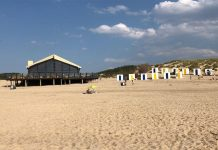 """Strandpavillon """"De Zeemeeuw"""""""