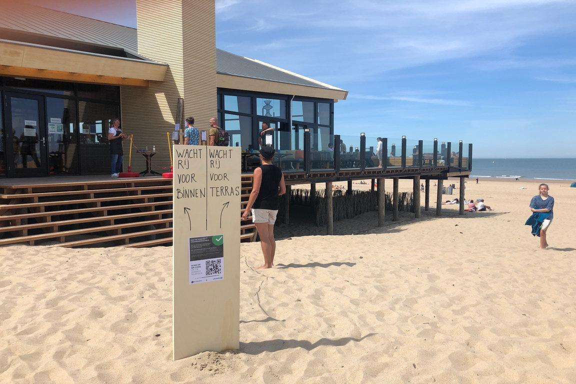 Corona-Cadzand: Strandpavillon De Zeemeuuw